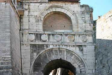 puerta etrusca